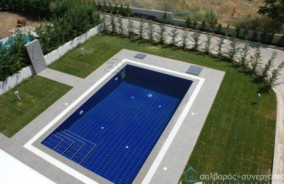 Μεζονέτα, μοντέρνας αρχιτεκτονικής,  με πισίνα