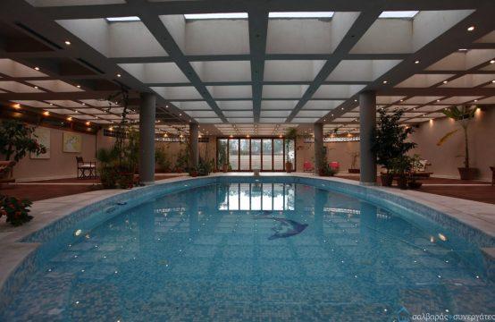 Κατοικία, με εσωτερική θερμαινόμενη πισίνα, επιπλωμένη