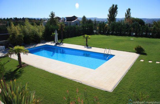 Μεζονέτα 2 επιπέδων, πολυτελούς κατασκευής με πισίνα